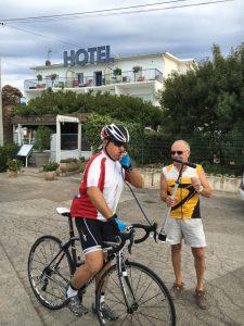 Michel Jalenques kurz vor der ersten Abfahrt vor dem Hotel